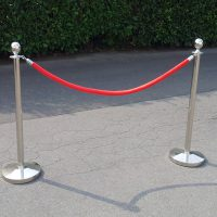 VIP Absperrung ; 2 Ständer + rote Kordel