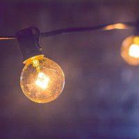 Lichterkette(n) mit farbigen oder weißen Lampen